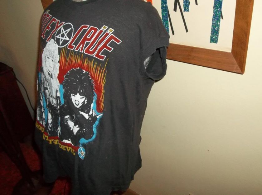 Vtg 1980s Motley Crue Shout at The Devil Concert Tour Shirt